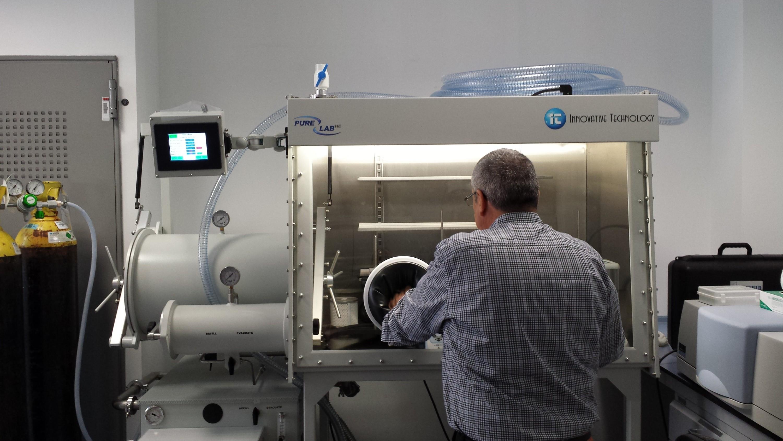 Caja de guantes PureLab-2GB – Institut de Recerca en Energia de Catalunya (IREC)